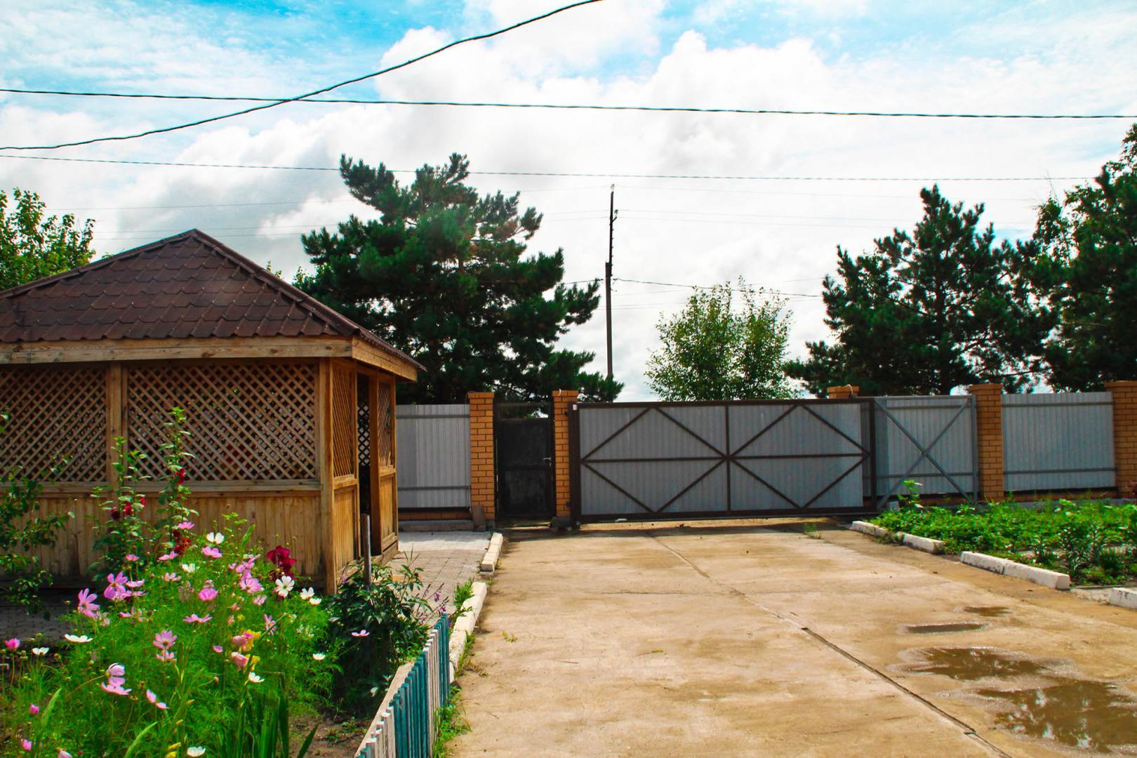 продается дом в п. усть-ивановка общей площ ...
