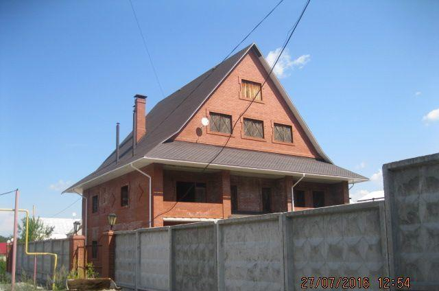 продам дом общей площадью 754 кв.м. на участке 1...