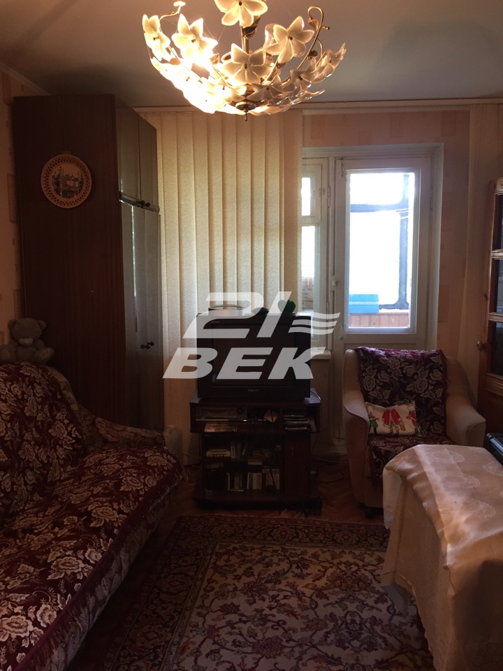 Продается трехкомнатная квартира за 2 200 000 рублей. г Курск, ул Димитрова, д 99.