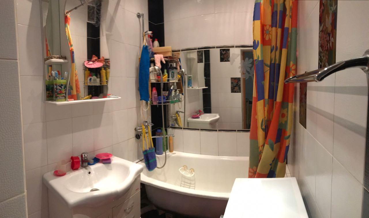 Продается двухкомнатная квартира за 4 400 000 рублей. г Якутск, ул Каландаришвили, д 27.