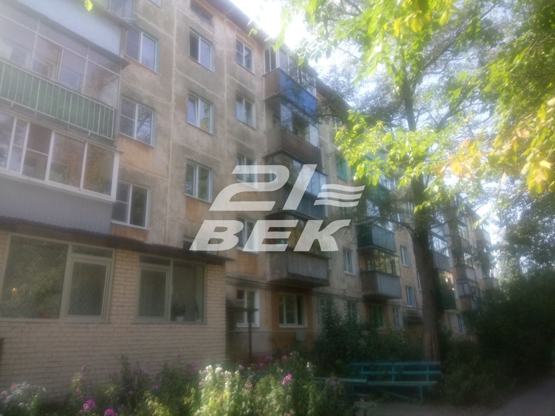 Продается трехкомнатная квартира за 1 900 000 рублей. г Курск, ул Конорева, д 12.