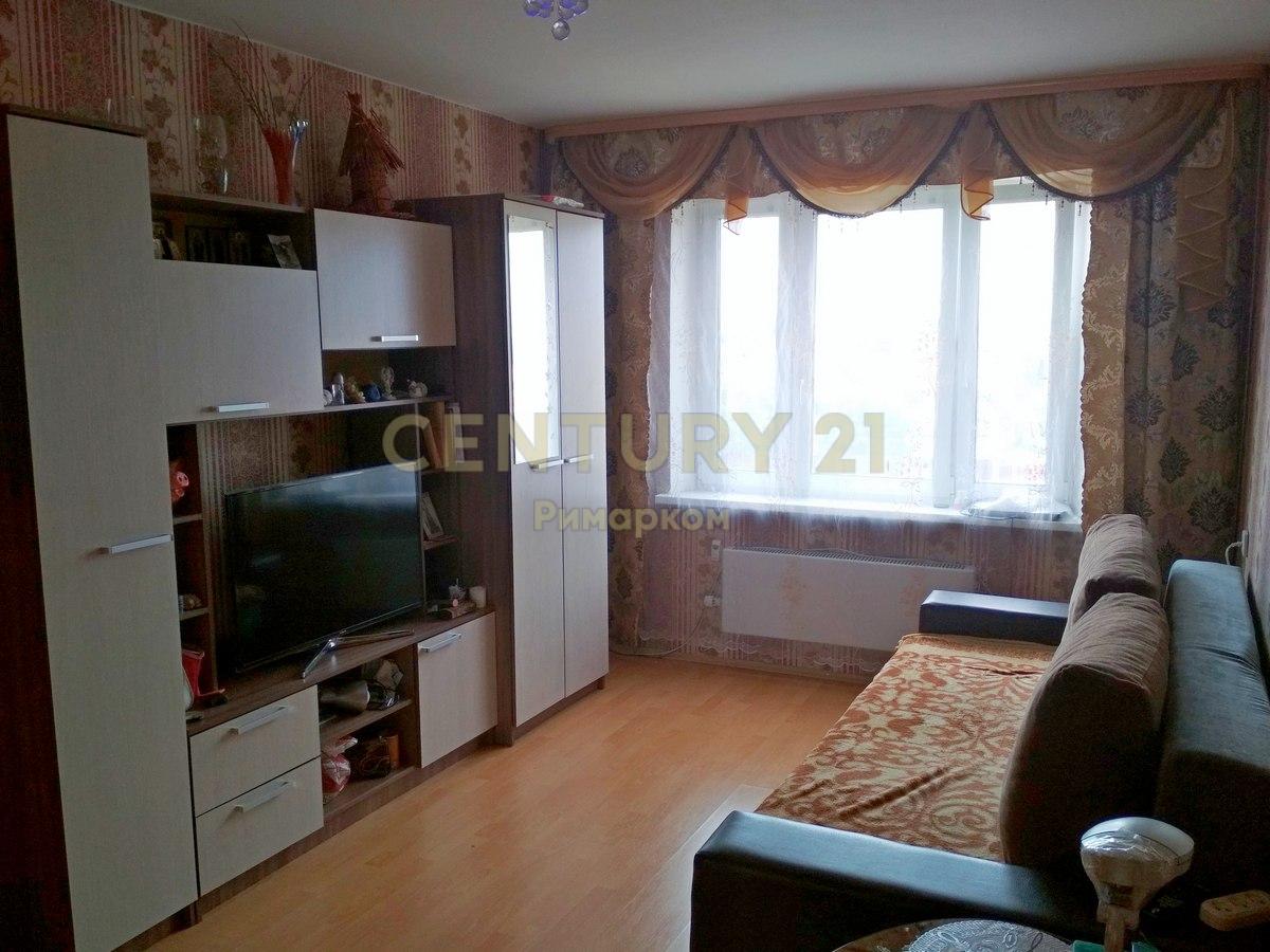 Продается двухкомнатная квартира за 4 590 000 рублей. Московская обл, г Чехов, ул Московская, д 110.