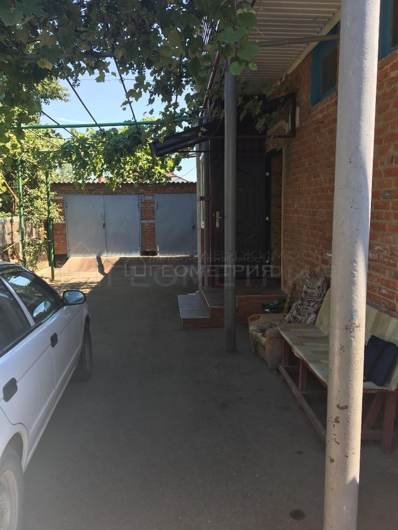 Квартира на продажу по адресу Россия, Краснодарский край, Динской район, Динская, переулок Ставского, 5