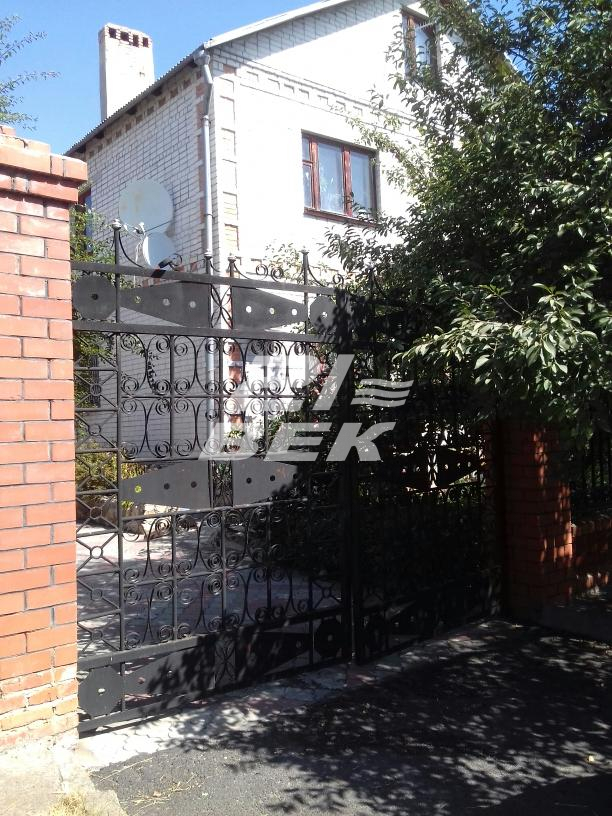 Город: Курск, улица: Сосновый Бор, площадь: 365 м2, участок: 10 соток