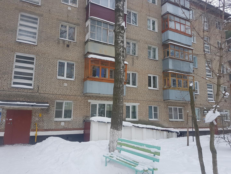 Продается двухкомнатная квартира за 1 600 000 рублей. Московская обл, г Кашира, ул Мира, д 20.