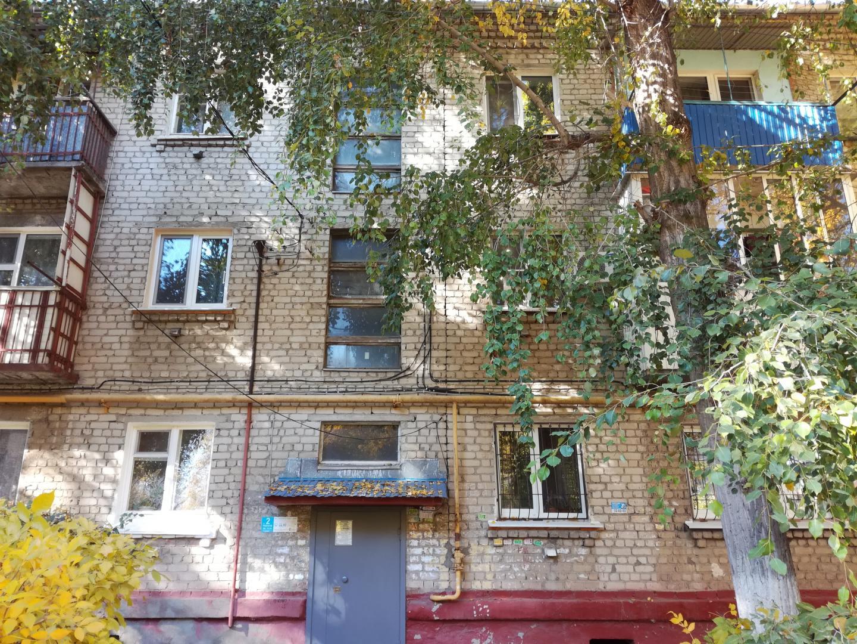 Продается двухкомнатная квартира за 880 000 рублей. г Саратов, ул Миллеровская, д 49.