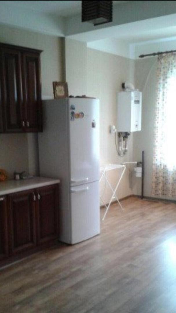 продает квартиру двухкомнатная 68 кв. м , кух ...