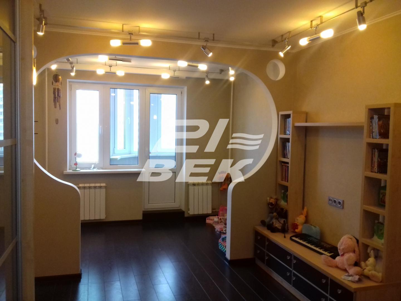 Продам 3-комнатную квартиру в городе Курск, на улице проспект Вячеслава Клыкова, 12, 9-этаж 17-этажного Панель дома, площадь: 78/48/10 м2