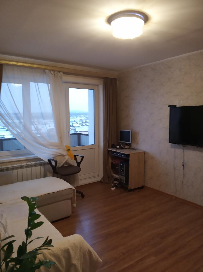 Продается трехкомнатная квартира за 3 800 000 рублей. г Улан-Удэ, ул Шумяцкого, д 12.
