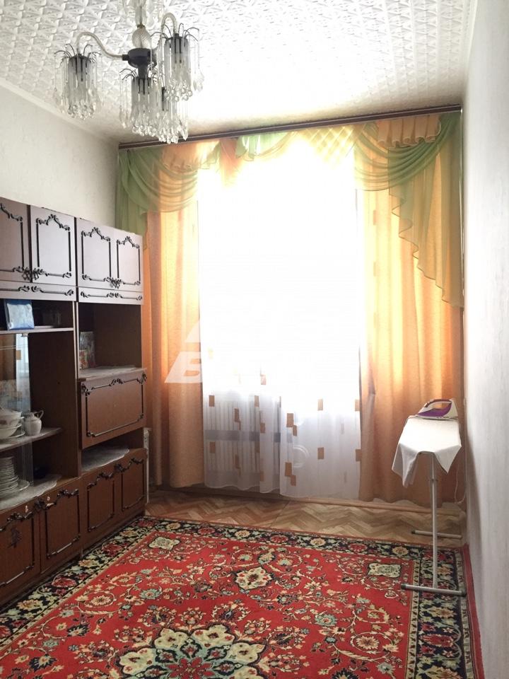 Продается трехкомнатная квартира за 3 600 000 рублей. г Курск, ул Хуторская, д 16В.
