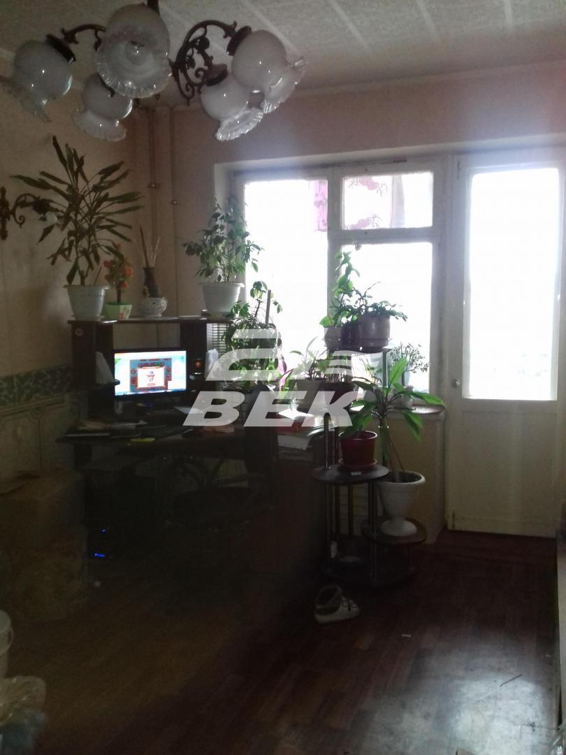 Продается трехкомнатная квартира за 2 180 000 рублей. г Курск, Магистральный проезд, д 16Ж.