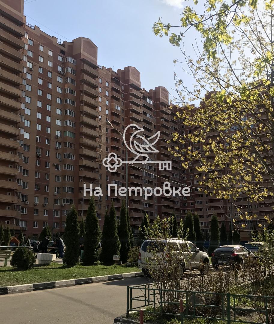 Продается двухкомнатная квартира за 4 300 000 рублей. Московская обл, г Люберцы, рп Октябрьский, ул 60 лет Победы, д 10А.