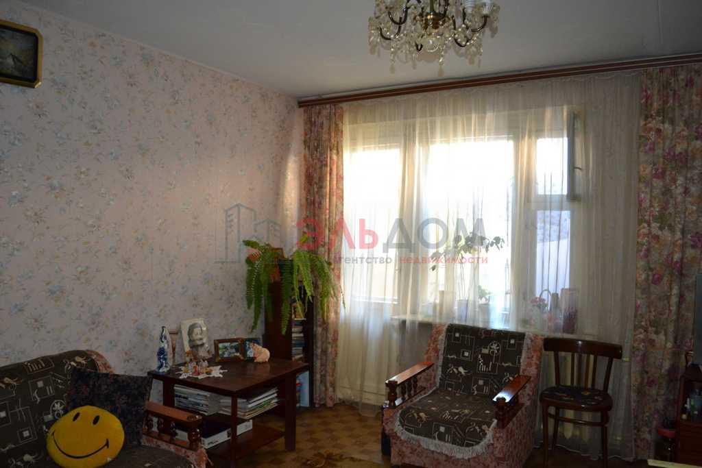 Продается трехкомнатная квартира за 2 700 000 рублей. Саратов, проспект имени 50 лет Октября, 34/56.