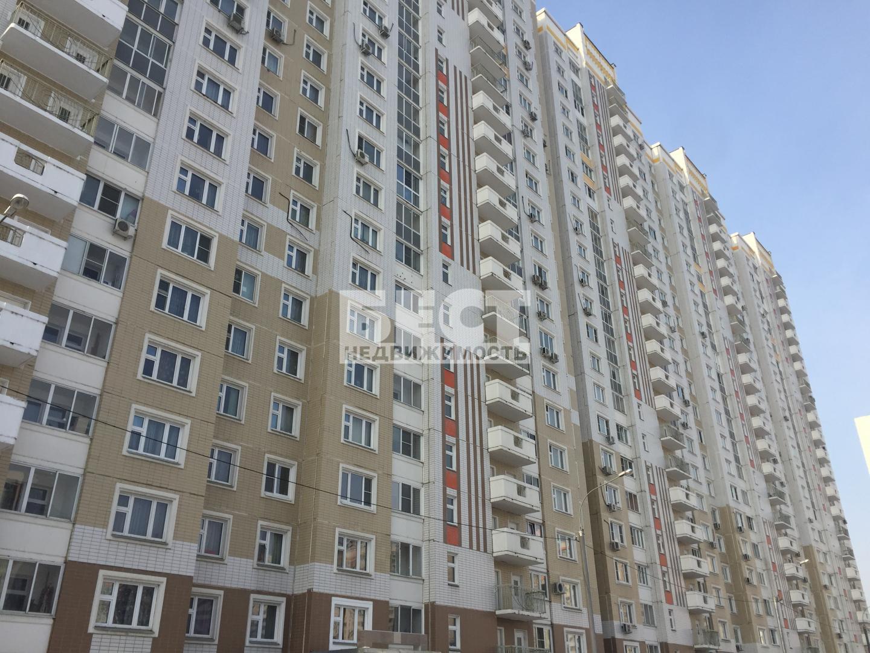 Продается трехкомнатная квартира за 9 500 000 рублей. Химки, Совхозная улица, 10.