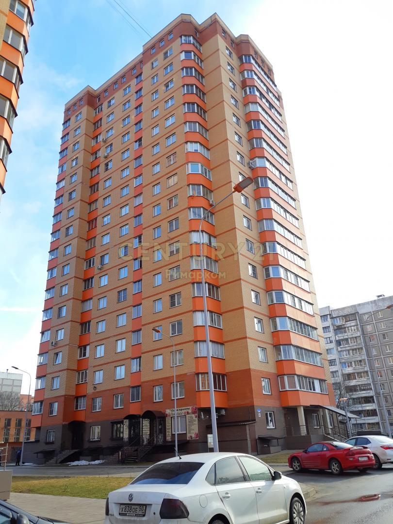 Продается двухкомнатная квартира за 4 500 000 рублей. Московская обл, г Чехов, ул Лопасненская, д 5.