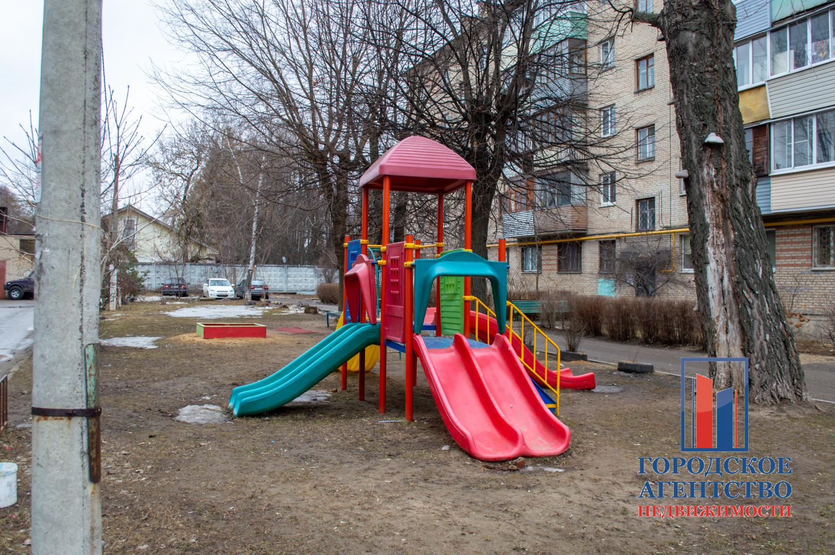 Продается трехкомнатная квартира за 3 400 000 рублей. Московская обл, г Серпухов, Московское шоссе, д 47.