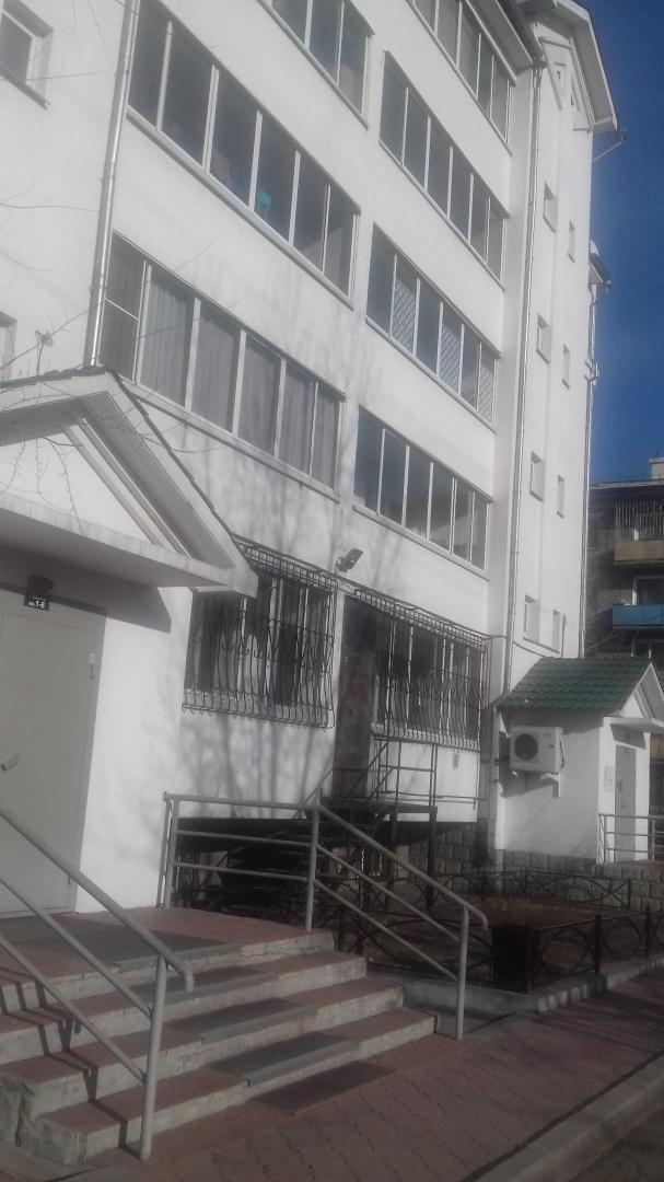 Продается трехкомнатная квартира за 6 100 000 рублей. г Улан-Удэ, ул Терешковой, д 32А.