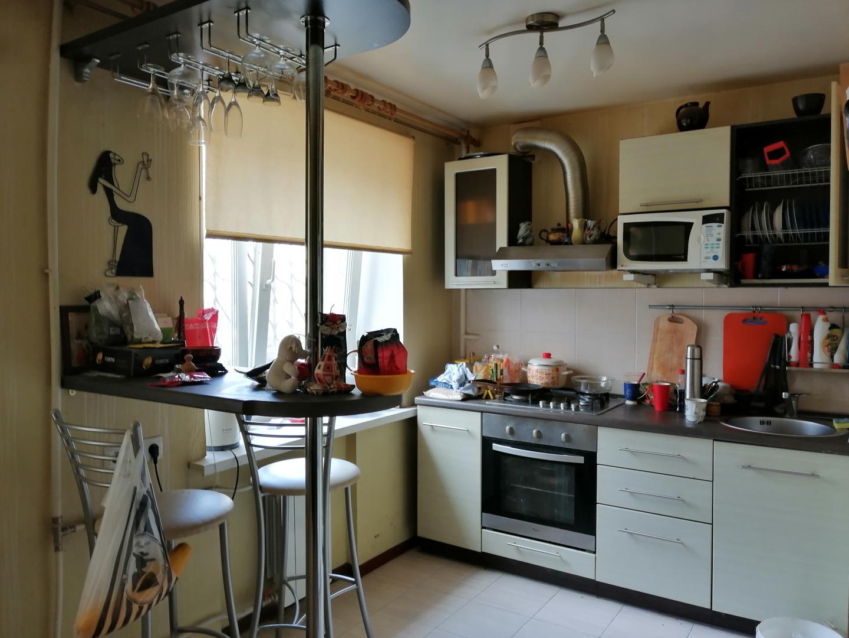Продается трехкомнатная квартира за 2 600 000 рублей. г Саратов, ул Дегтярная, д 11.