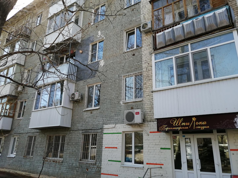 Продается двухкомнатная квартира за 1 800 000 рублей. г Саратов, ул Танкистов, д 86.