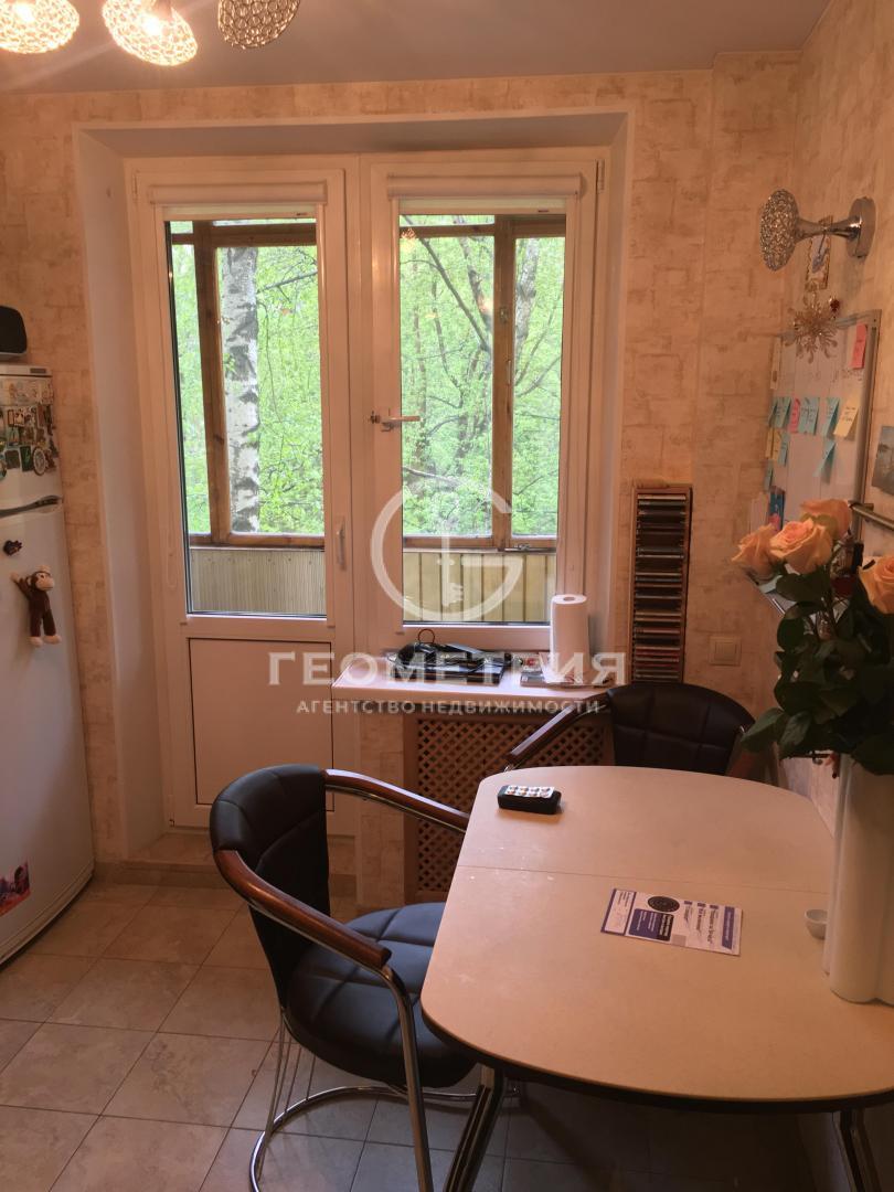 Продается трехкомнатная квартира за 13 800 000 рублей. г Москва, ул Народного Ополчения, д 42 к 3.