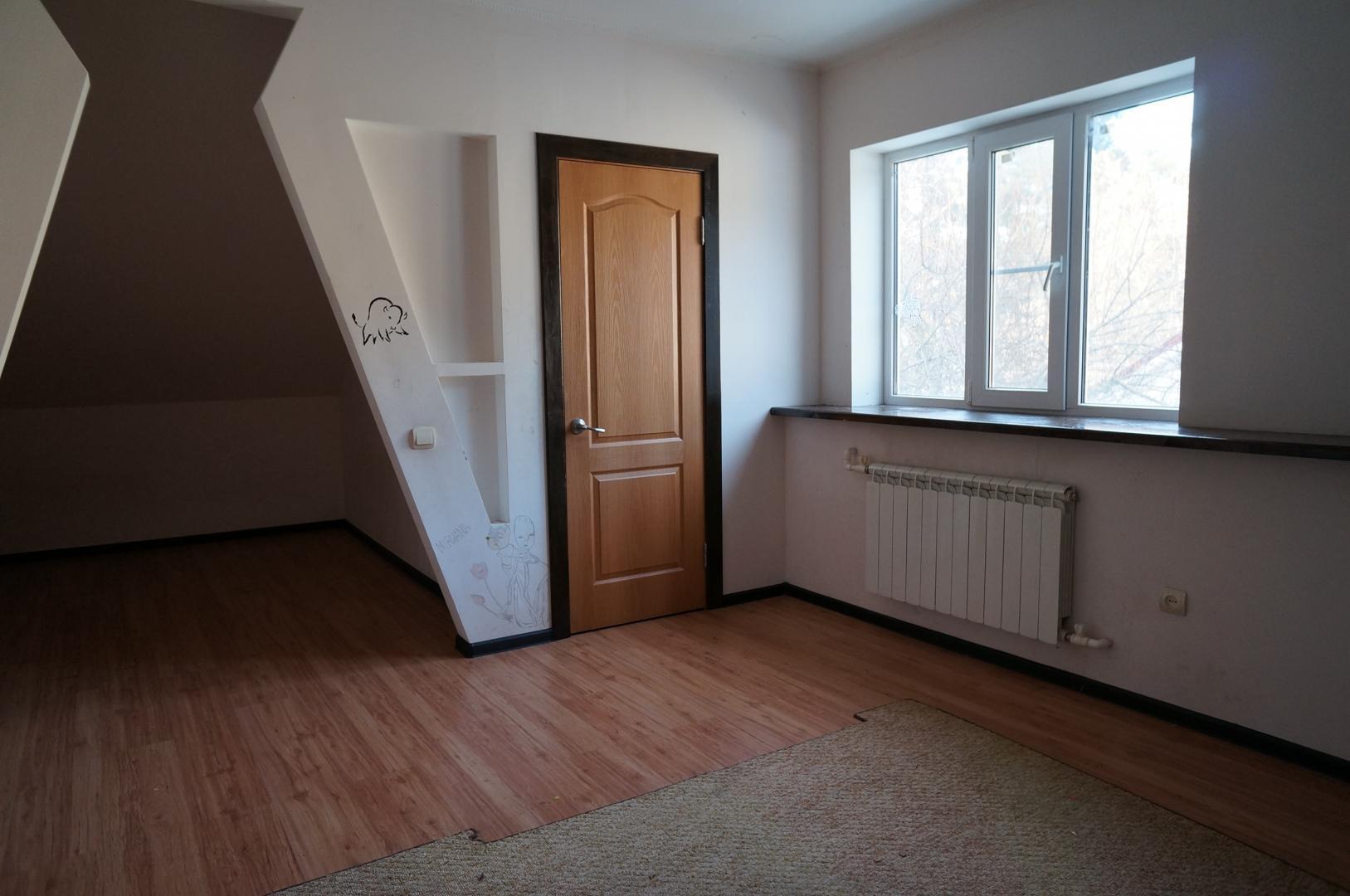 продам часть дома 93 кв.м. в 2-х уровнях, по ул., ...